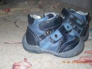 Обувь и комбинезон на мальчика в отличном состоянии